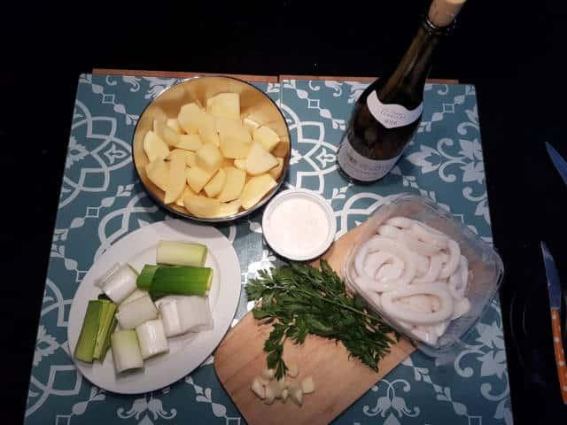 Ingrédients de la poêlée de seiches : seiches, pommes de terre, poireau, vin blanc, crème fraîche, persil, ail, sel, poivre