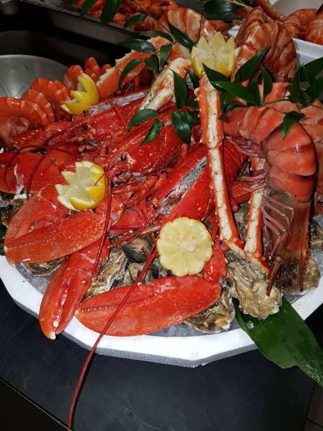 plateau-homards-poissonnerie
