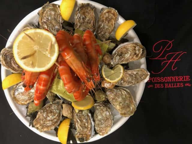 Plateau l'Indécis de la poissonnerie des Halles de Lavaur : 12 huîtres, 12 bulots et 12 crevettes.