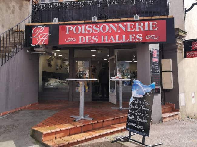 Vitrine de la poissonnerie des Halles à Lavaur.