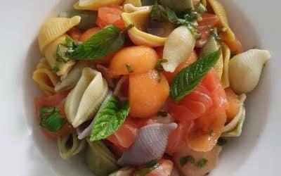 """Salade fraîcheur de """"So"""" au saumon"""